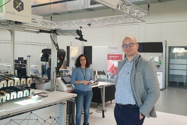 Ovidiu Ursachi (rechts im Bild) - Geschäftsführer der masernet GmbH freut sich auf das Projekt im KI Reallabor; links im Bild (Nissrin Perez, Fraunhofer IOSB-INA)